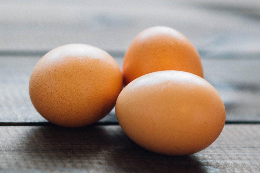 Wat mag je niet eten als je zwanger bent eieren.