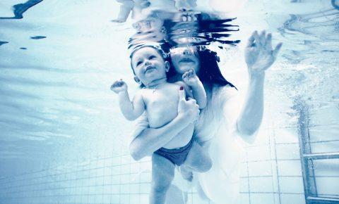 Zwemmen met baby.